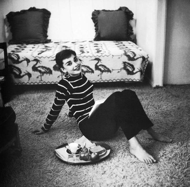 Audrey-Hepburn-LA-Apartment-1953-Mark-Shaw
